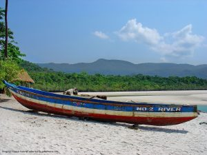 a_canoe_at_the_river_number_2_-_sierra_leone